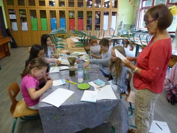 Kinder malen mit Pflanzenfarben